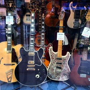 denmark street londres musiciens
